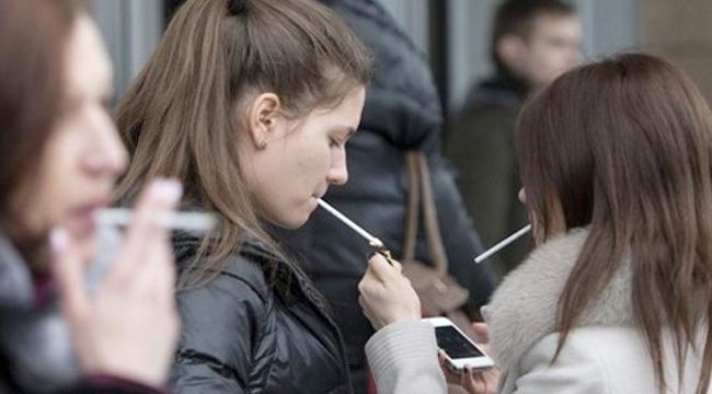 Sigara içenlerin diþ saðlýðý tehlikede!
