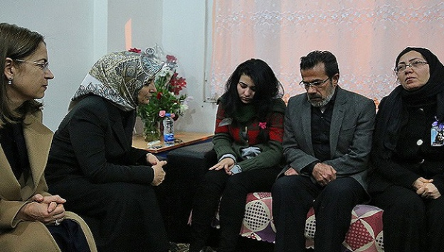 Sare Davutoğlundan Özgecanın ailesine ziyaret