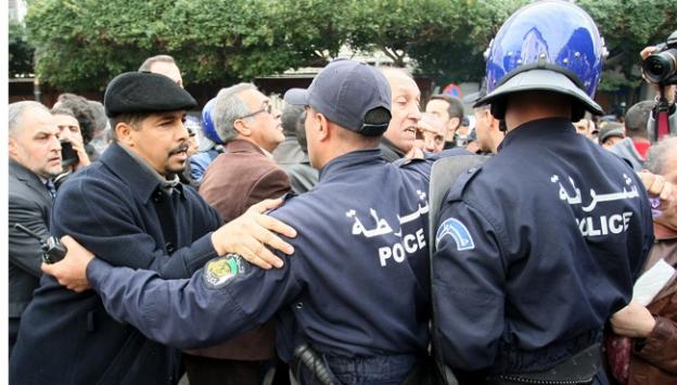 Cezayirde gösteriye müdahale