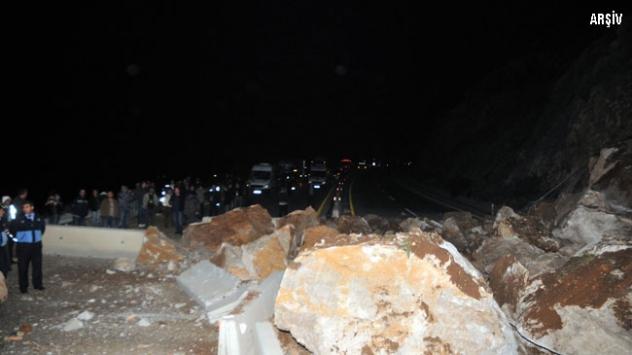 Antalya-İzmir karayolu heyelan sonucu kapandı