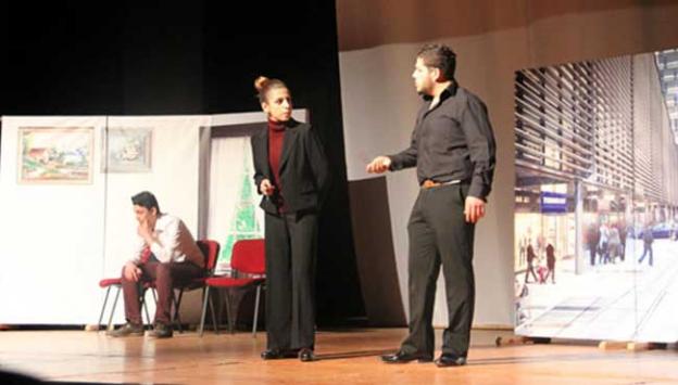 Polis memurundan tiyatro oyunu