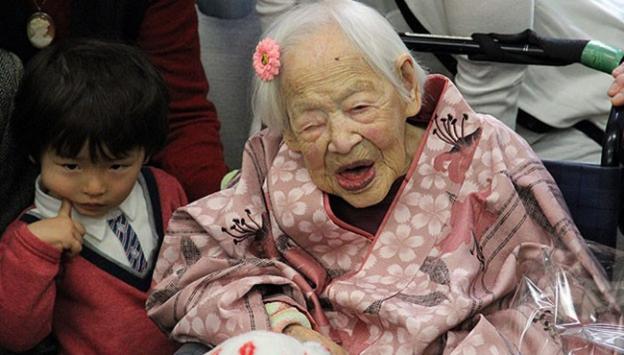 Dünyanın 'en yaşlı' insanı hayatını kaybetti