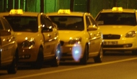 Bu Taksi Durağı Altın Dağıtıyor