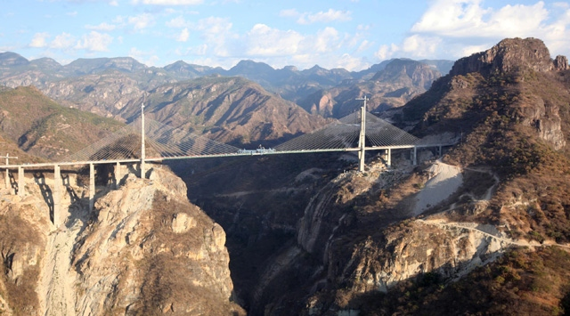İşte Dünyanın En Yüksek Kablo Köprüsü