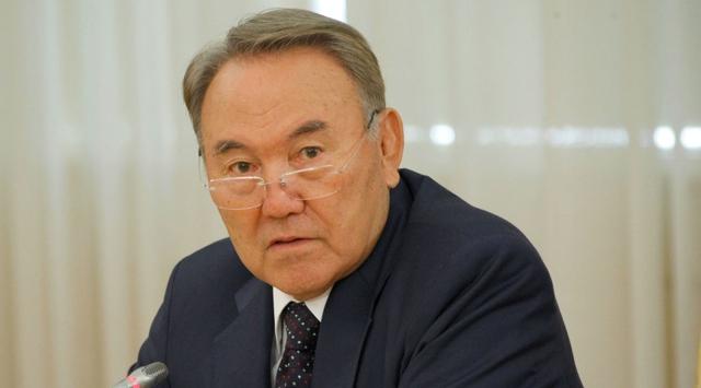 Kazakistanda Yere Sakız Atan Yandı