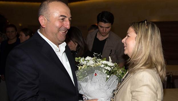 Bakan Çavuşoğlu kadın partililerle bir araya geldi