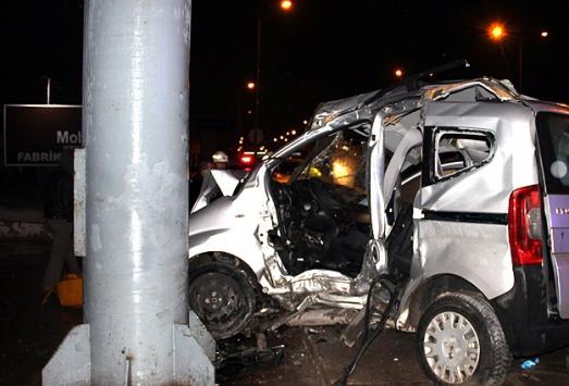 Ankarada iki otomobil çarpıştı, 4 kişi öldü