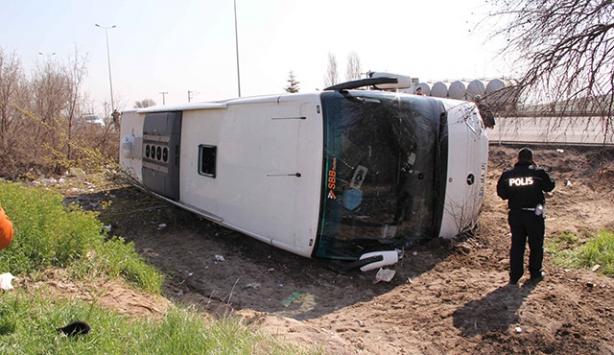 Kayseride turistleri taşıyan otobüs devrildi