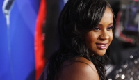 Whitney Houstonın kızı komadan çıktı