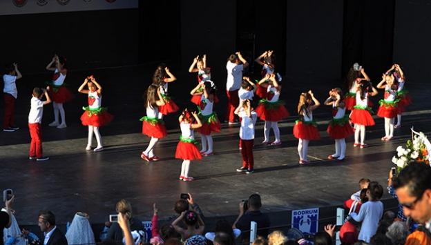 Bodrumda 424 öğrenci dans etti