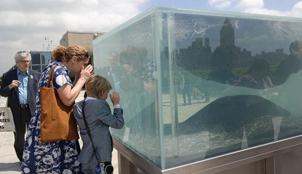 Fransız sanatçıdan çatıda sıradışı sergi