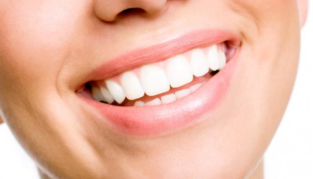 Bembeyaz dişlere nasıl sahip olunur?