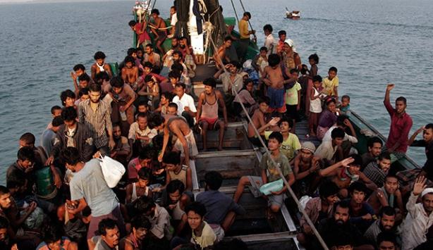 Tayland göçmenler için donanma gemisi görevlendirdi