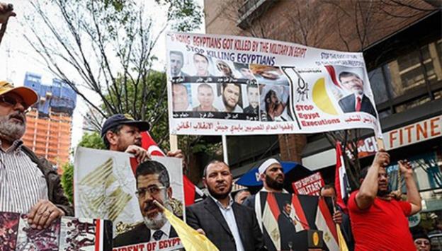 Mursinin idam kararı New Yorkta protesto edildi