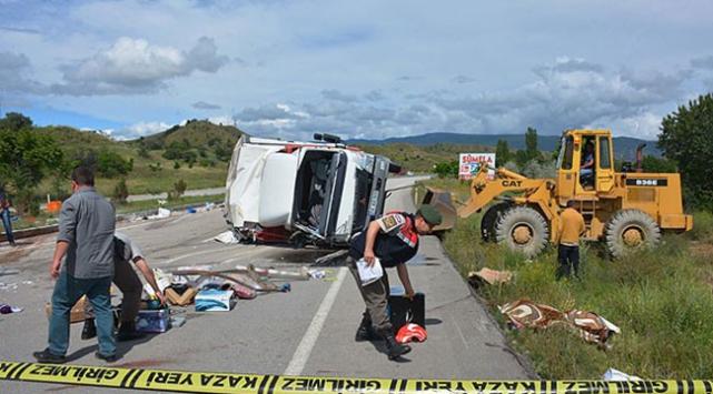 Çankırı'da kamyon devrildi