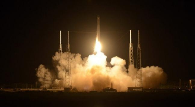 Falcon 9 havada infilak ederek parçalara ayrıldı
