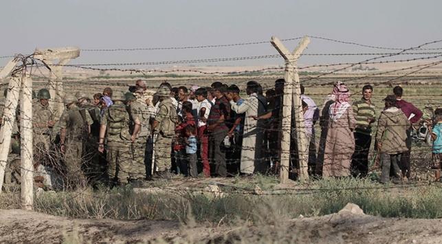 800 Suriyeli Türkiye'ye geçti