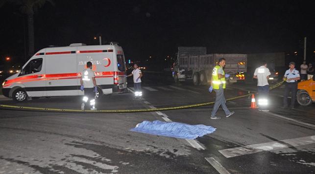 Antalya'da tırın çarptığı kişi öldü