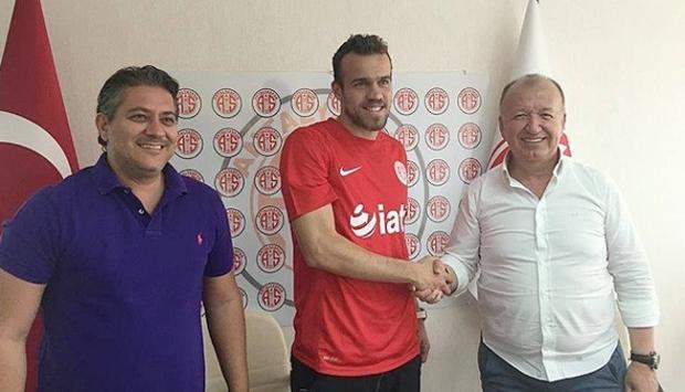 Chico 3 yıllık sözleşme imzaladı