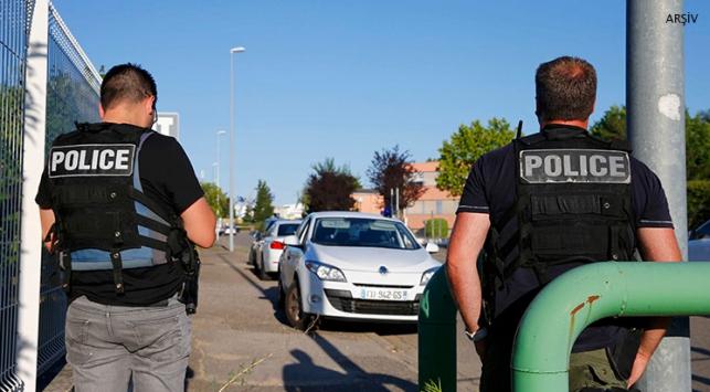 Fransada askeri mühimmat deposu soyuldu