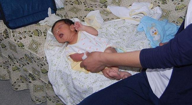 Bitliste karayolunda terk edilmiş bebek bulundu