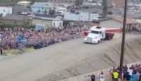 9 Tonluk kamyonla 50 metre uçtu!