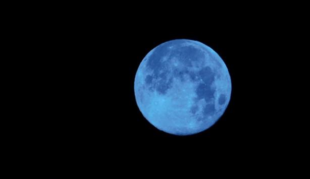 Mavi Ay nedir?
