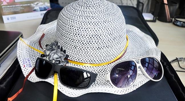 'Sahte gözlük yerine siperlikli şapka kullanın'