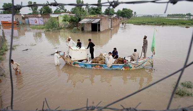 Pakistandaki şiddetli yağışta 15 kişi öldü