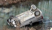 Otomobil Dereye Uçtu: 2 Ölü