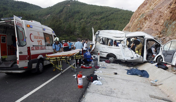 Suriyelileri taşıyan minibüs kaza yaptı