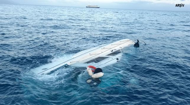 Egede kaçakları taşıyan tekne alabora oldu