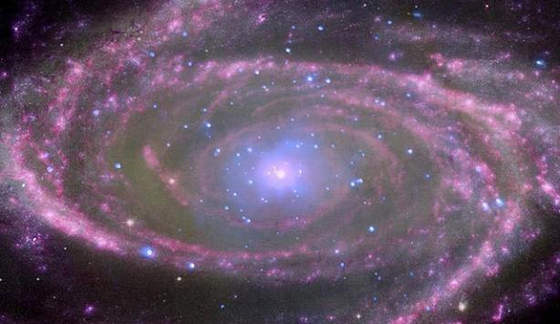 Galaksinin merkezinde devasa kara delik bulundu