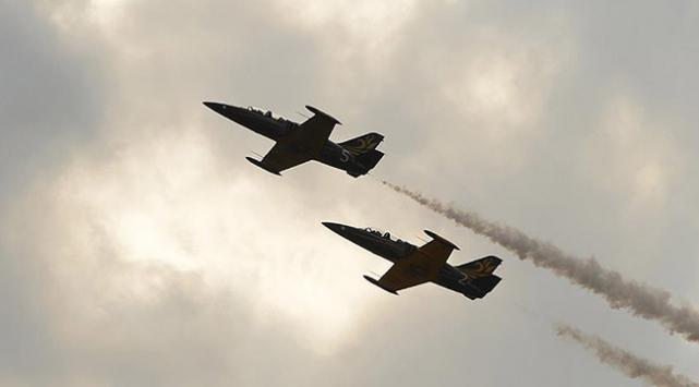 Rus savaş uçaklarından Hama'ya saldırı