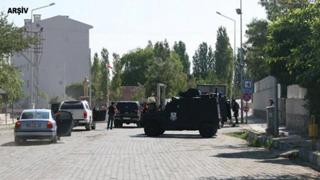Diyarbakırda terör saldırısında bir korucu yaralandı