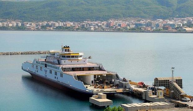 Türkiyenin en büyük 2 feribotu Van Gölünde çalışacak