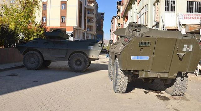 Hakkari Şemdinlide bomba yüklü araçla saldırı