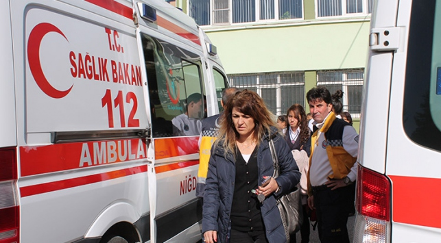 Asit kokusundan etkilenen 6 kişi hastaneye kaldırıldı