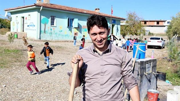 Muhammet öğretmen köy okulunun çehresini değiştirdi