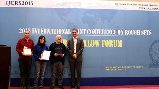 """Türk bilim insanlarına Çinde """"en iyi makale"""" ödülü"""