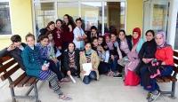 Köy köy gezip kız çocuklarını okula kazandırıyor