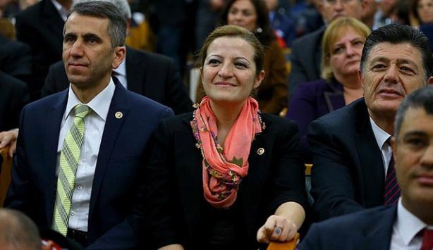 Anadolu kadınının yazmasını Meclise taşıdı