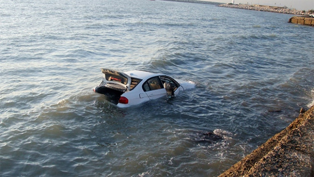 Denize devrilen otomobilde can verdi