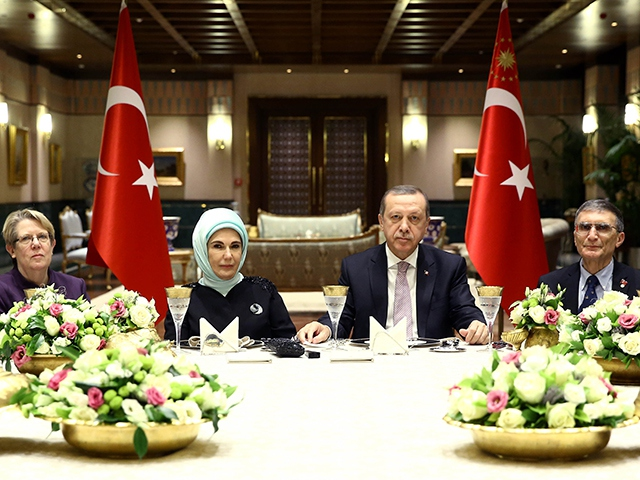 Erdoğan Sancar onuruna akşam yemeği verdi
