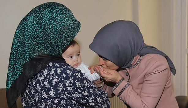 Sare Davutoğlu, Dursun bebeği ziyaret etti