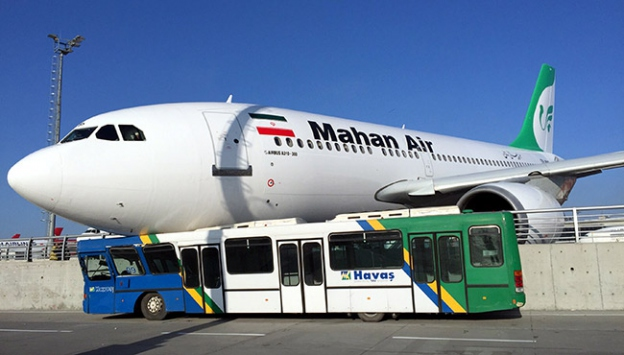 Yolcu uçağı duramayarak bariyerlere çarptı