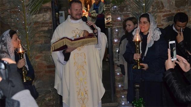 Meryem Ana Evinde Noel ayini