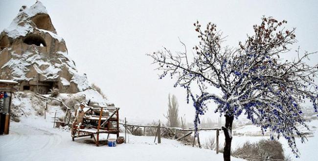 Peribacaları kar beyaz