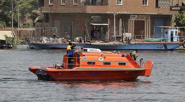 Nehrinde bir teknenin batması sonucu 12 kişi öldü