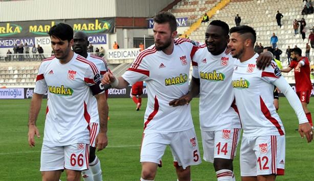 Sivassporda 6 futbolcuyla yollar ayrıldı